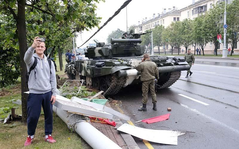 Минск. ДТП с участием танка Т-72